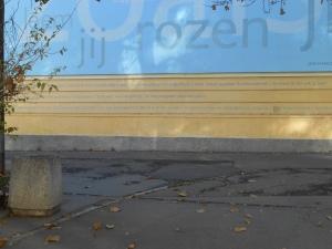 Op een muur in het centrum van Sofia stond ineens een gedicht van Jan Hanlo