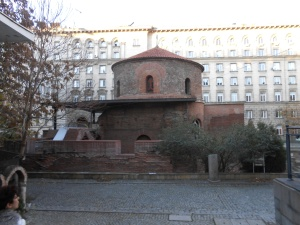 Om dit Byzantijnse kerkje hebben ze later het presidentieel paleis heengebouwd